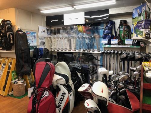 スポーツ用品のゴルフ用品