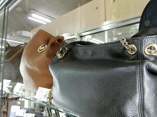 長財布のバッグ
