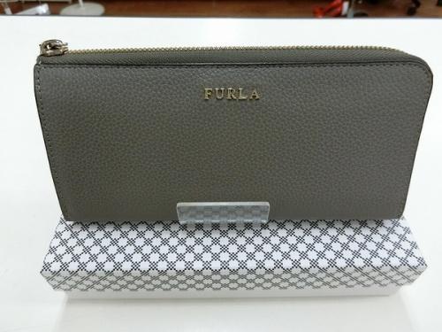 L字ファスナー財布のFURLA