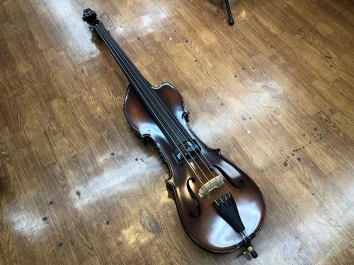 楽器のベース