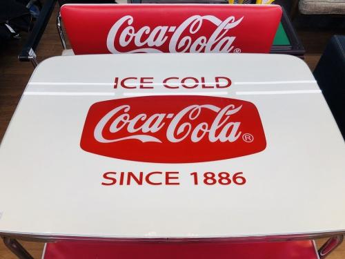 ダイニングセットのコカ・コーラ