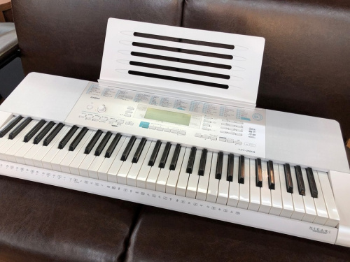 楽器の電子キーボード
