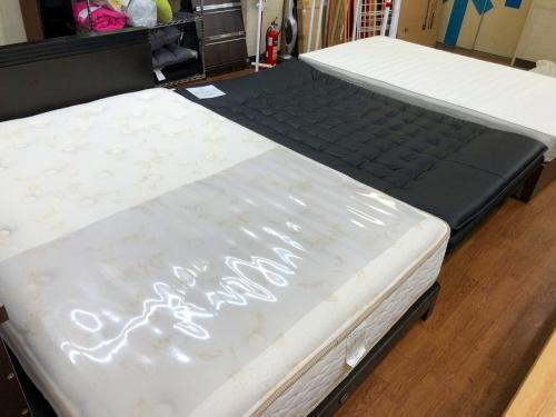 ベッドのカップボード