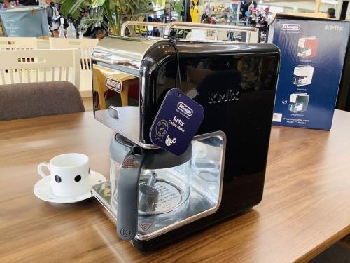 デザインキッチン家電のコーヒーメーカー ポット  カップ