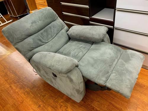 家具のリクライニングソファー