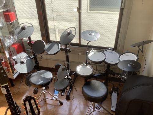 中古楽器店の電子ドラム