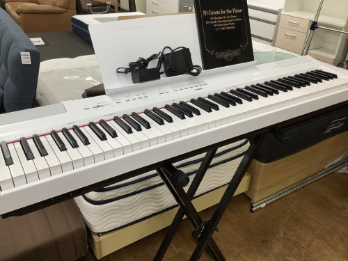 中古楽器店のキーボード
