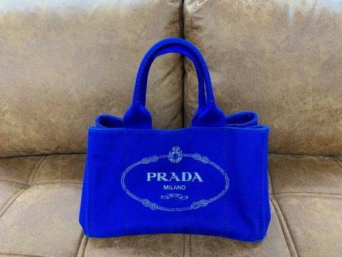 レディースファッションのPRADA(プラダ)