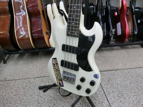 ベースのギター