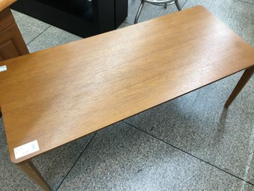 センターテーブルのコスガ