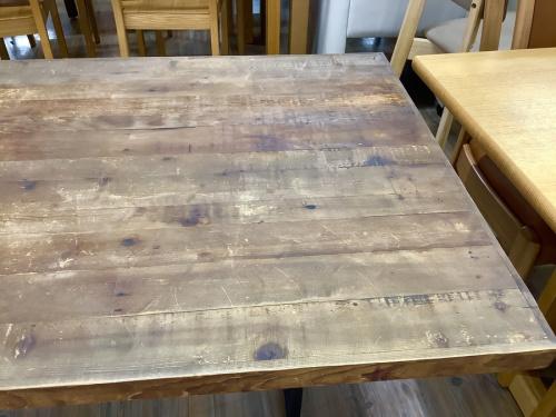 テーブルの愛知蟹江 ヨシヅヤ