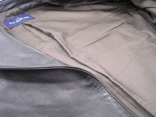 リポ トレンタ アンニのレザージャケット