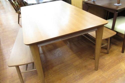 テーブルのニトリ