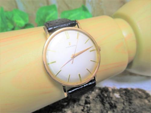 アンティーク風の手巻き腕時計