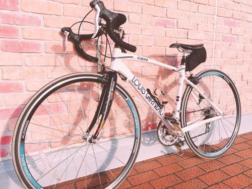 アウトドアの自転車 ロードバイク