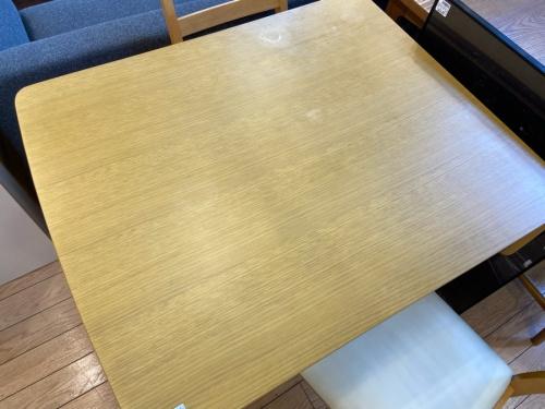 テーブルのダイニング4点セット