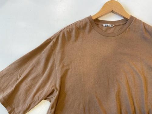 トップスのTシャツ