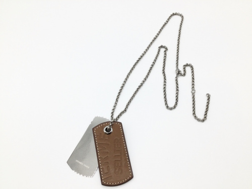 ネックレスのドッグタグネックレス
