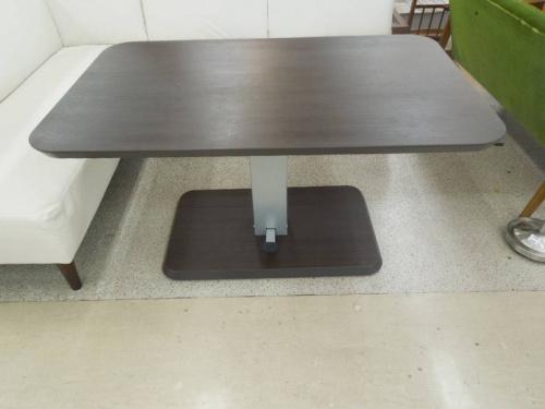 ダイニングセットのテーブル