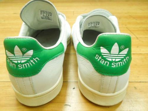 スニーカーのスタンスミス