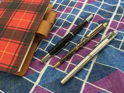 レディースファッションのボールペン