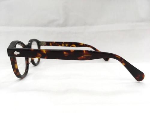 アイウェアの伊達眼鏡