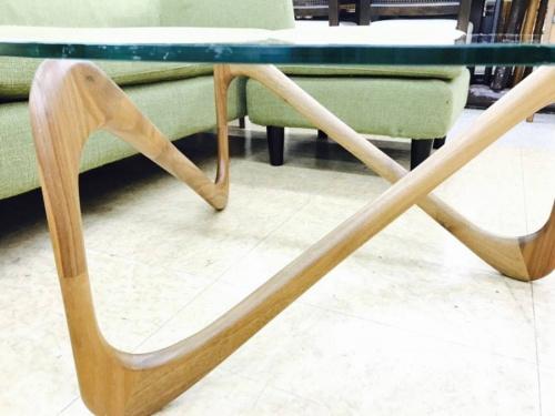 テーブルのTimeless Craft