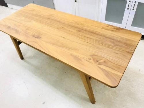 テーブルのカリモク