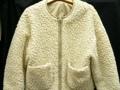 ジャケットのFURLA