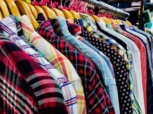 メンズファッションの長袖シャツ