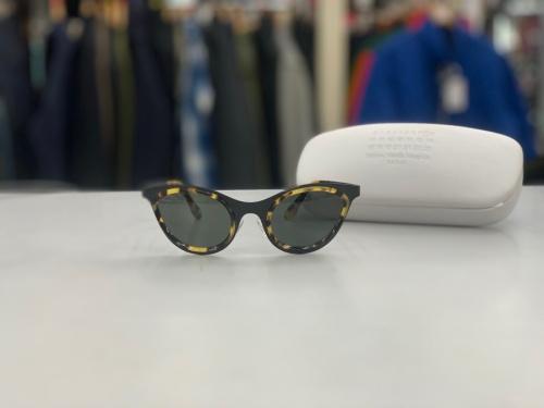 アイウェアのサングラス