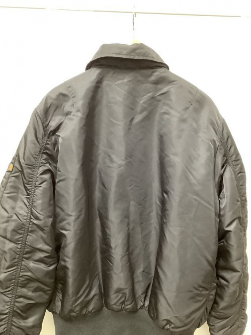 B-15 フライトジャケットのALPHA × STUSSY