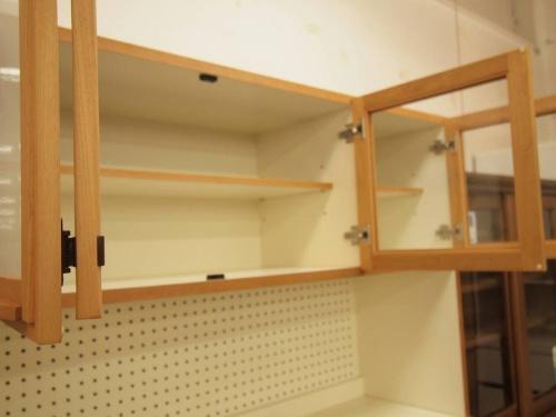 キッチン収納の3枚扉カップボード