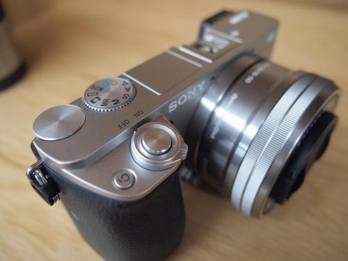 一眼レフカメラのミラーレスカメラ