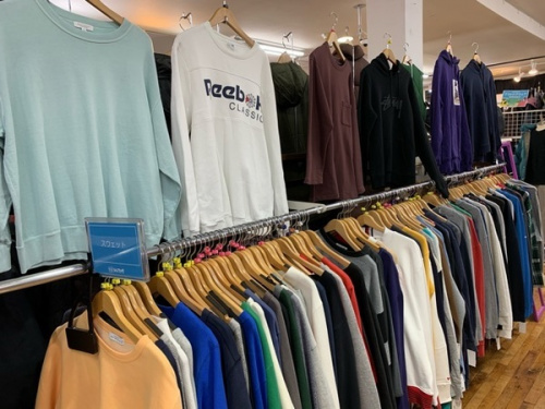 レディースファッションの入間店衣類