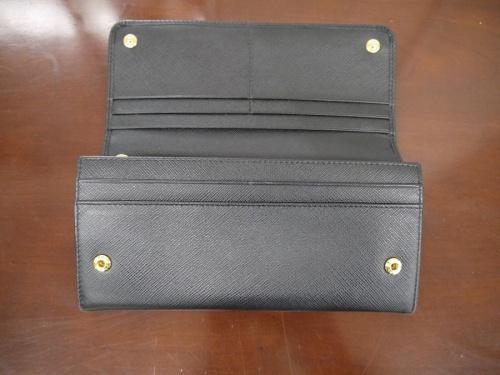 長財布のPRADA