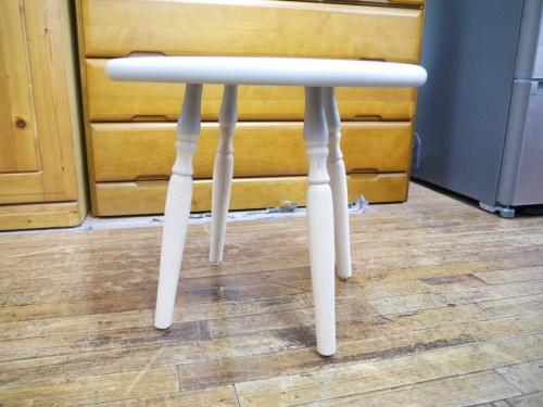 サイドテーブルの秋田木工