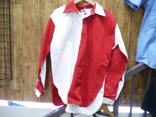 シャツのプルオーバーシャツ