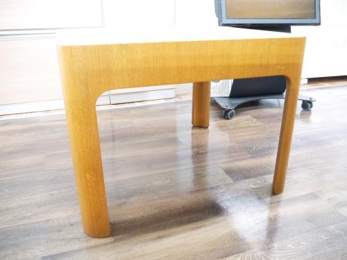 サイドテーブルの天童木工
