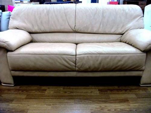 ソファーのhimolla