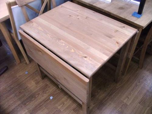 片バタ式テーブルの木製