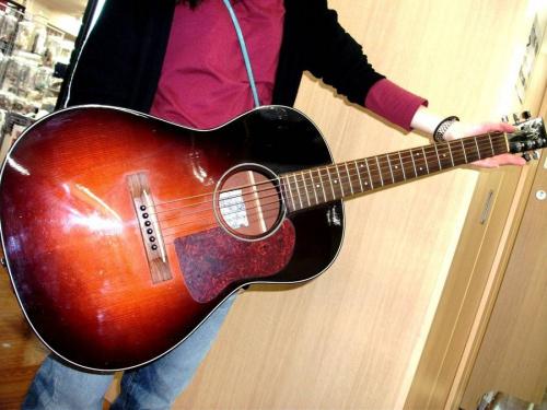 楽器・ホビー雑貨のアコースティックギター