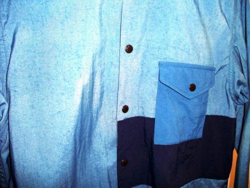 アウトドアのシャツ