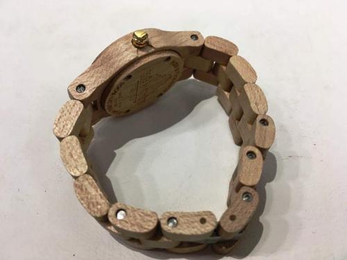 腕時計の木製