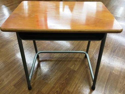 レトロの学校机