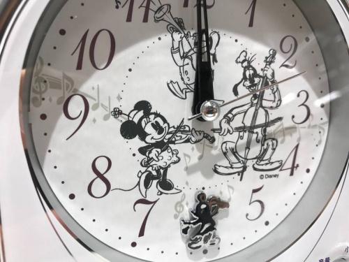 置き時計の目覚まし時計