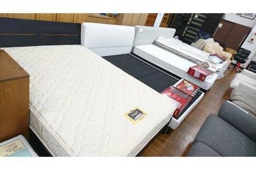 カントリー家具のベッド