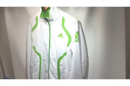 アディダス(adidas)のスポーツ衣類