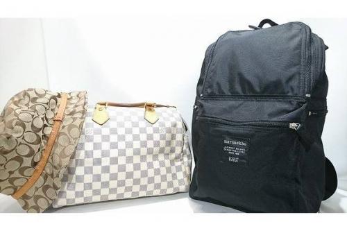 アクセサリーのバッグ