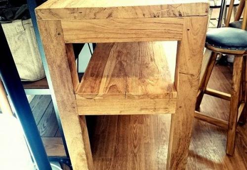 川越店家具のテーブル